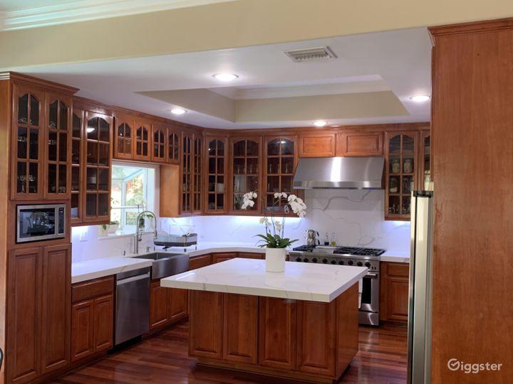 4 bedroom remodeled house south of Ventura Blvd in Tarzana/Encino Photo 4