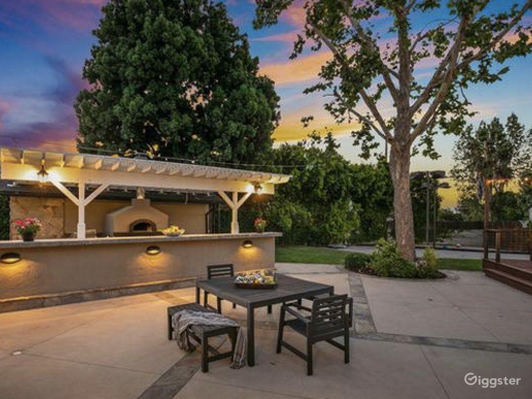 Tarzana Americana, expansive lot, outdoor kitchen! Photo 5