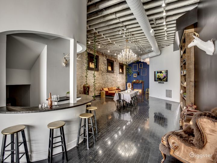 Loft in River West | Exposed brick- Natural light