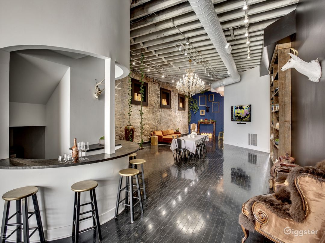 Loft in River West | Exposed brick- Natural light Photo 1