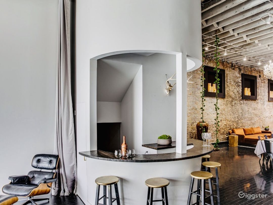 Loft in River West | Exposed brick- Natural light Photo 5