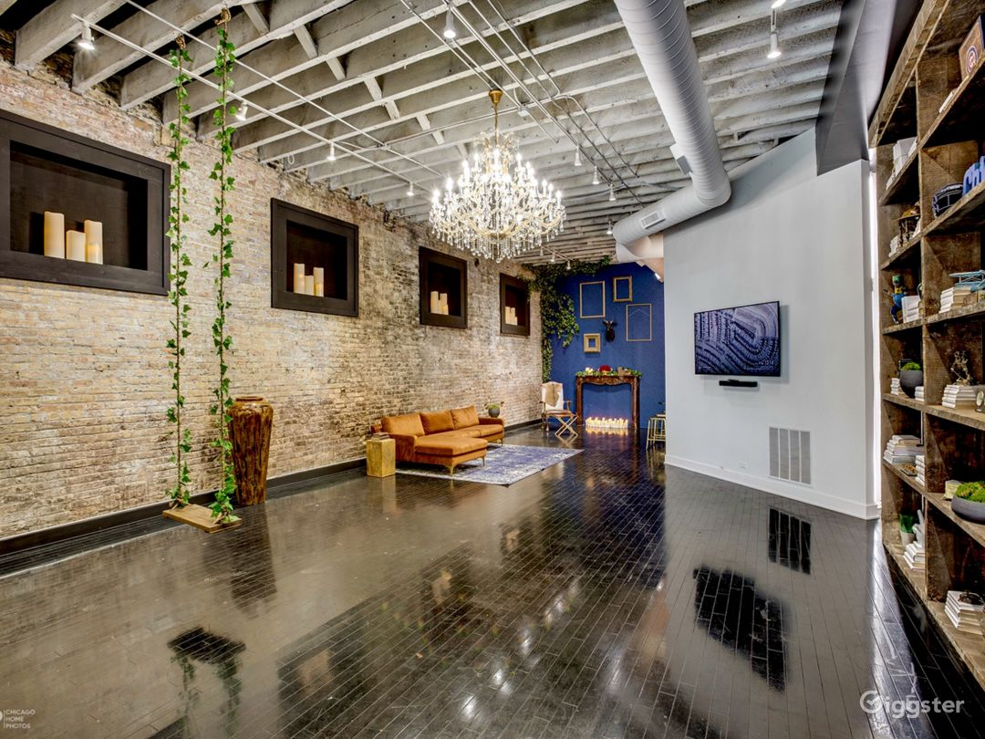 Loft in River West | Exposed brick- Natural light Photo 3