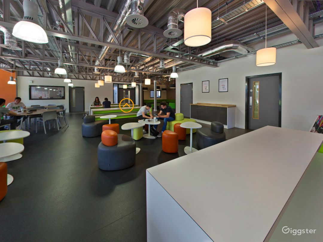 Spacious Social Learning Area in London Photo 1