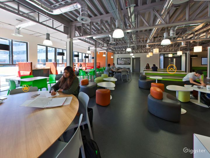 Spacious Social Learning Area in London Photo 2