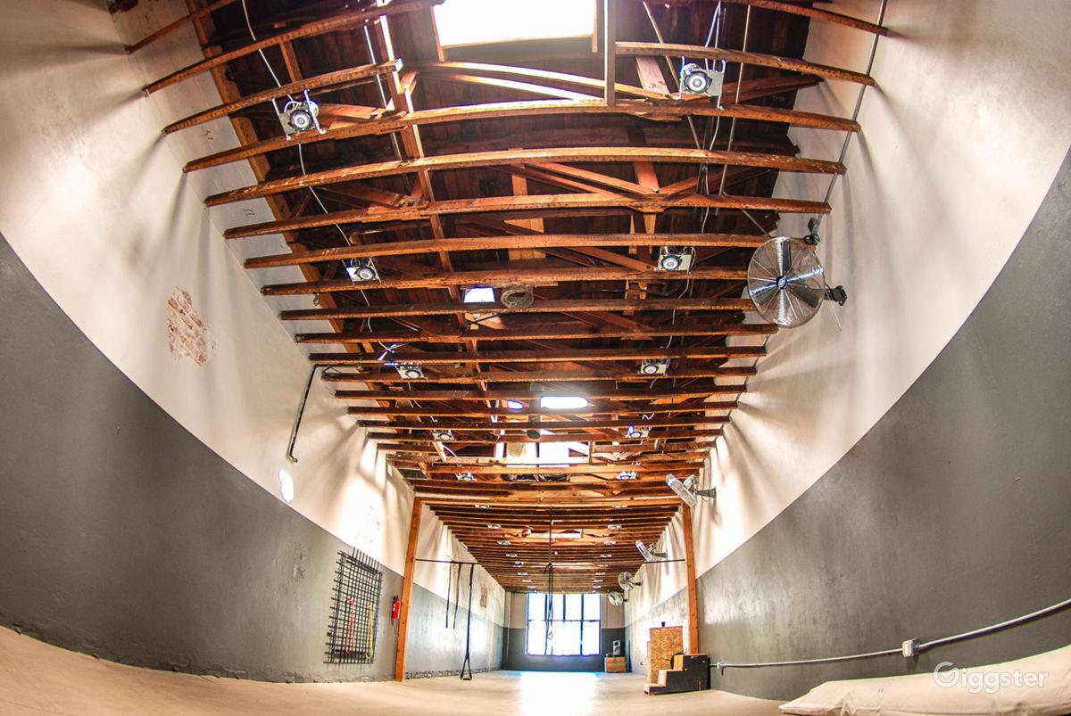 Great Studio Space, wood beams, 4 Skylights Los Angeles Rental