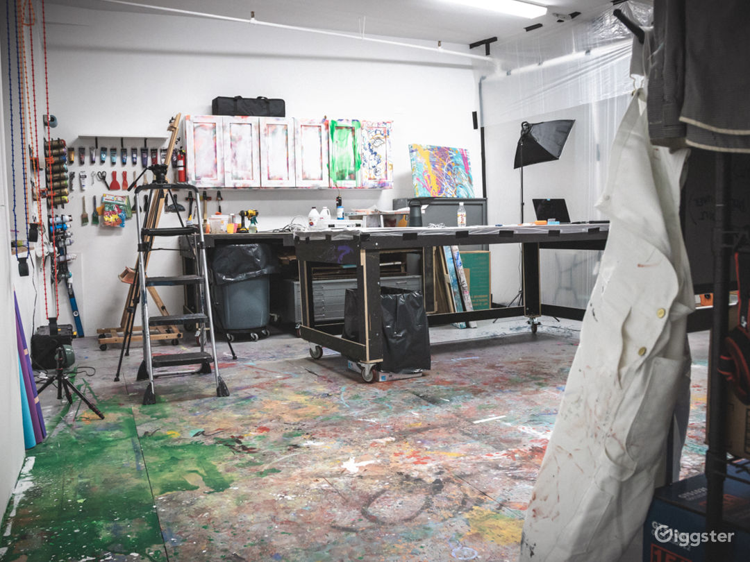 Art Studio With Lots of Color Photo 4