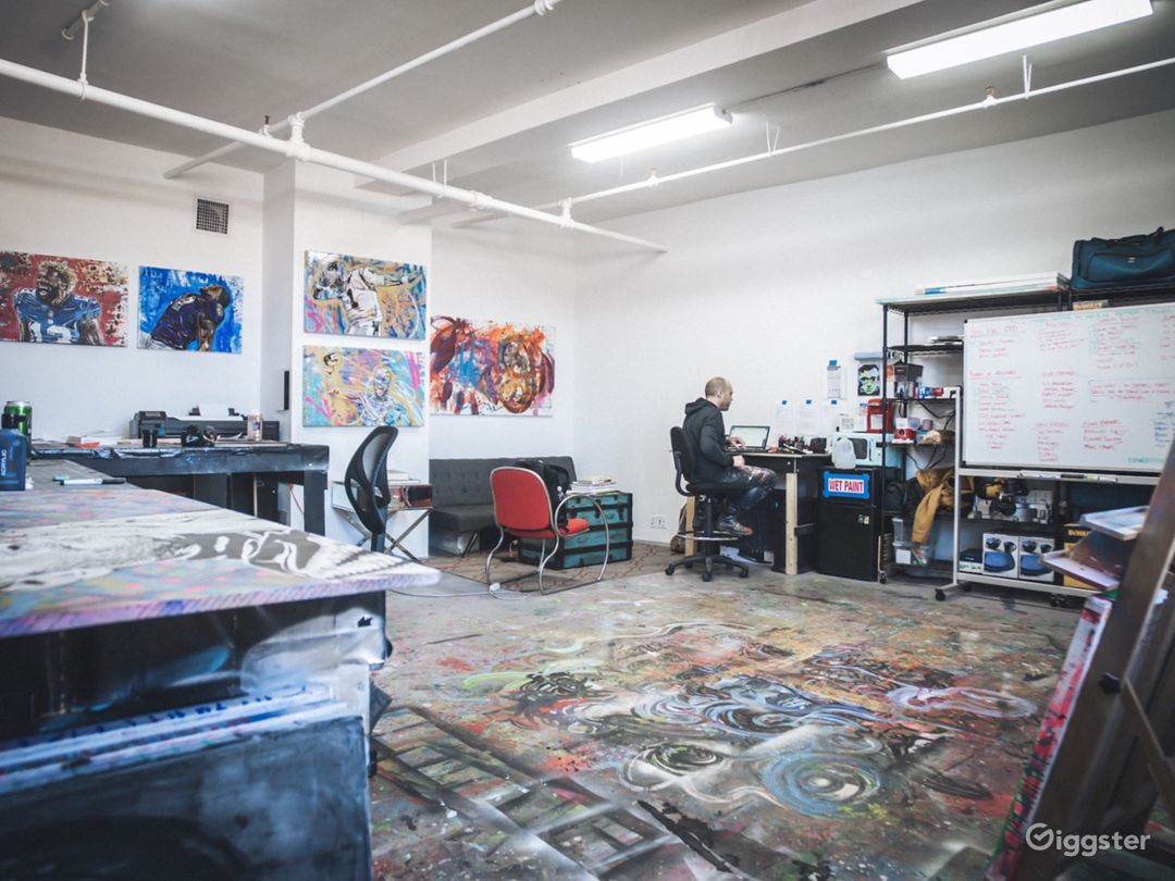 Art Studio With Lots of Color Photo 2