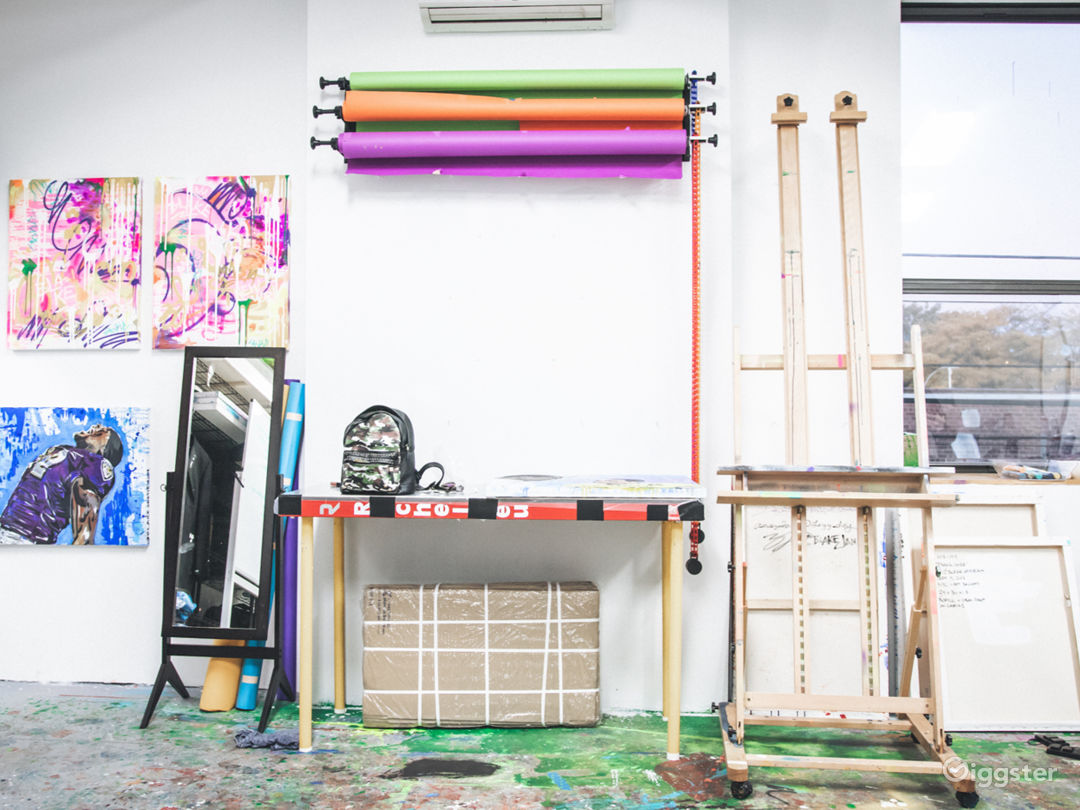 Art Studio With Lots of Color Photo 3