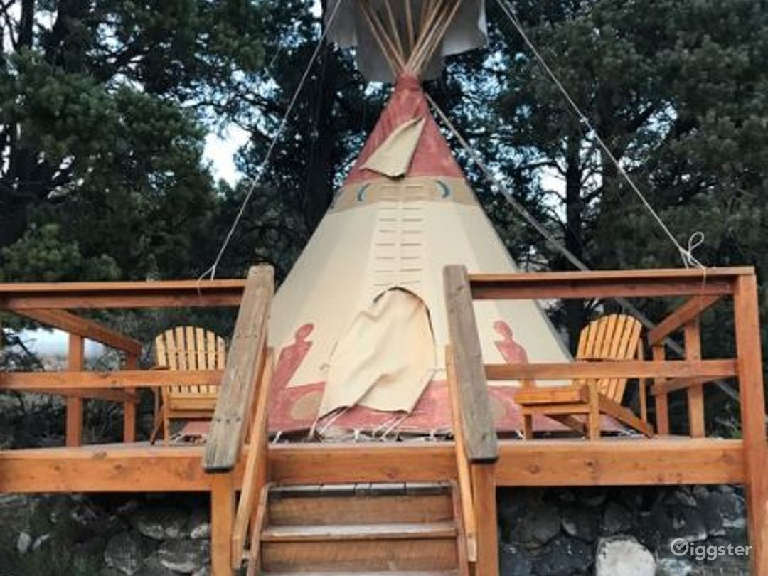 Beautiful Tipi 2 Glamping with Earth Color Vibe Photo 1