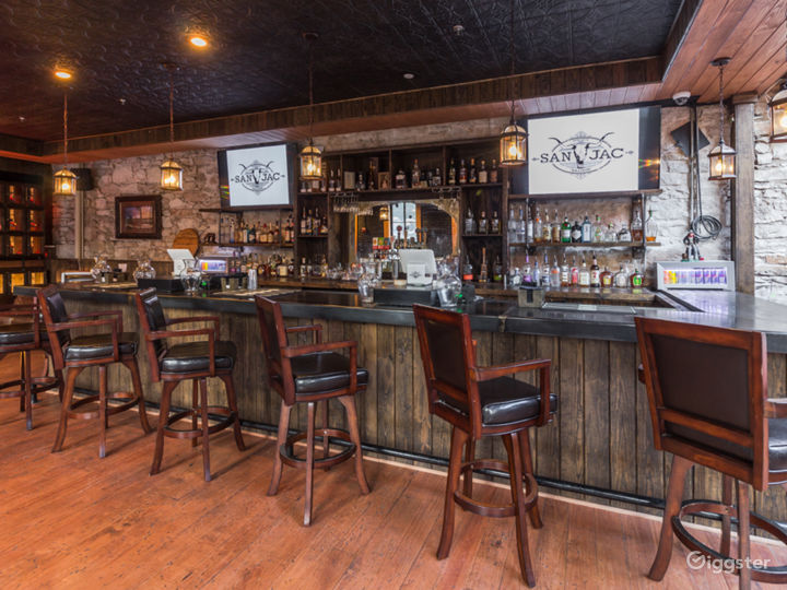 San Jac Saloon: Live Country and Libations Nightly