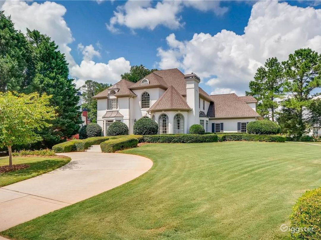 Gorgeous Executive Home with Circular Driveway Photo 2