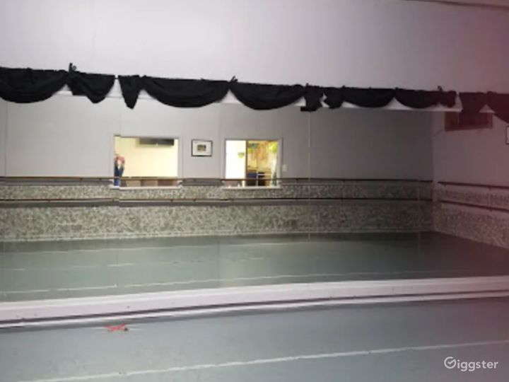 Open Room Dance Studio Great for Workshops and Fitness Classes Photo 2