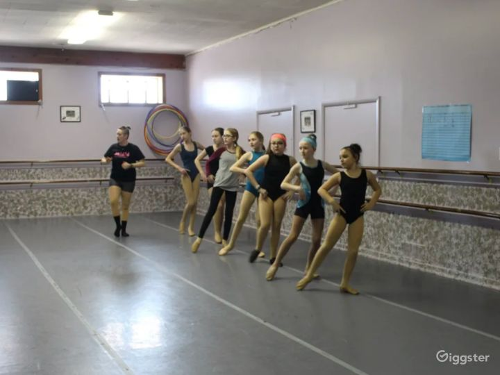 Open Room Dance Studio Great for Workshops and Fitness Classes Photo 3