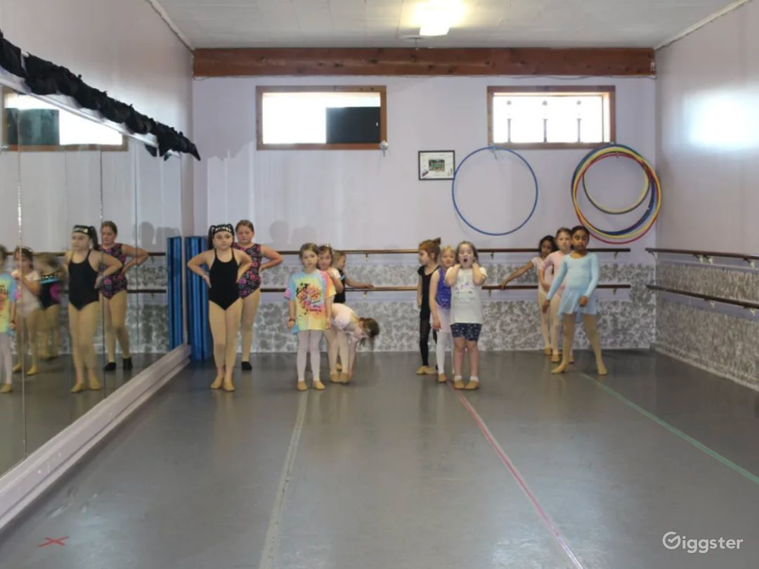 Open Room Dance Studio Great for Workshops and Fitness Classes Photo 1