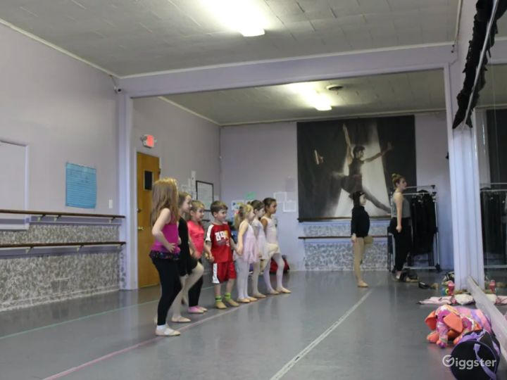Open Room Dance Studio Great for Workshops and Fitness Classes Photo 4