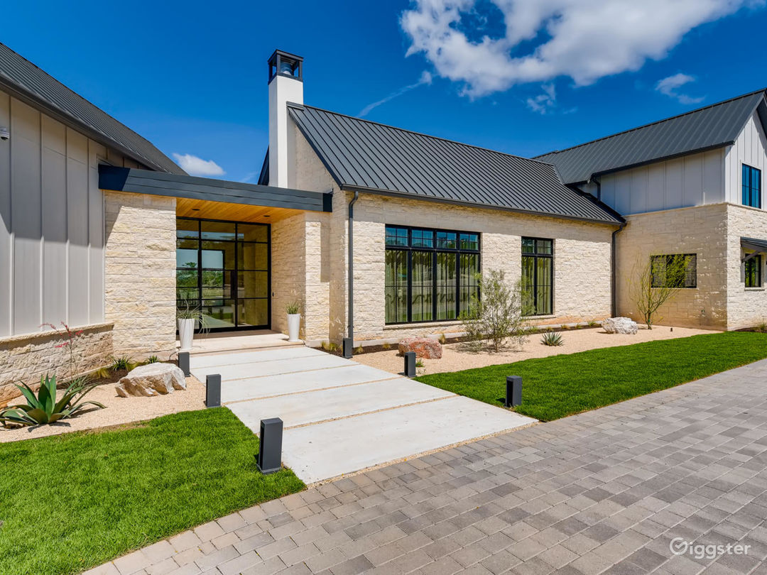 New Modern Farmhouse Photo 2