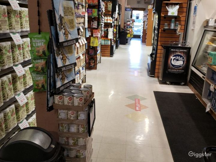 Spacious Health Food Store Perfect for Photoshoots and Productions in Santa Maria Photo 4