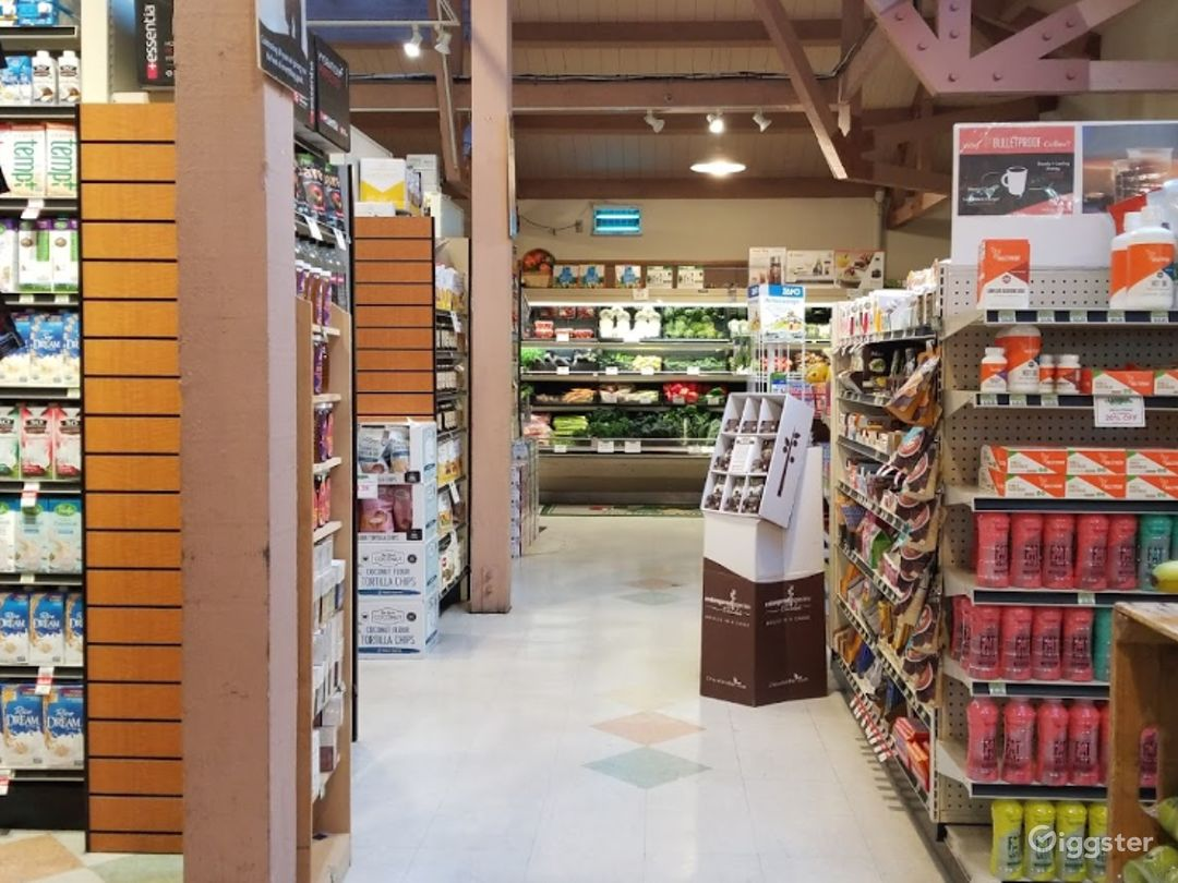 Spacious Health Food Store Perfect for Photoshoots and Productions in Santa Maria Photo 1