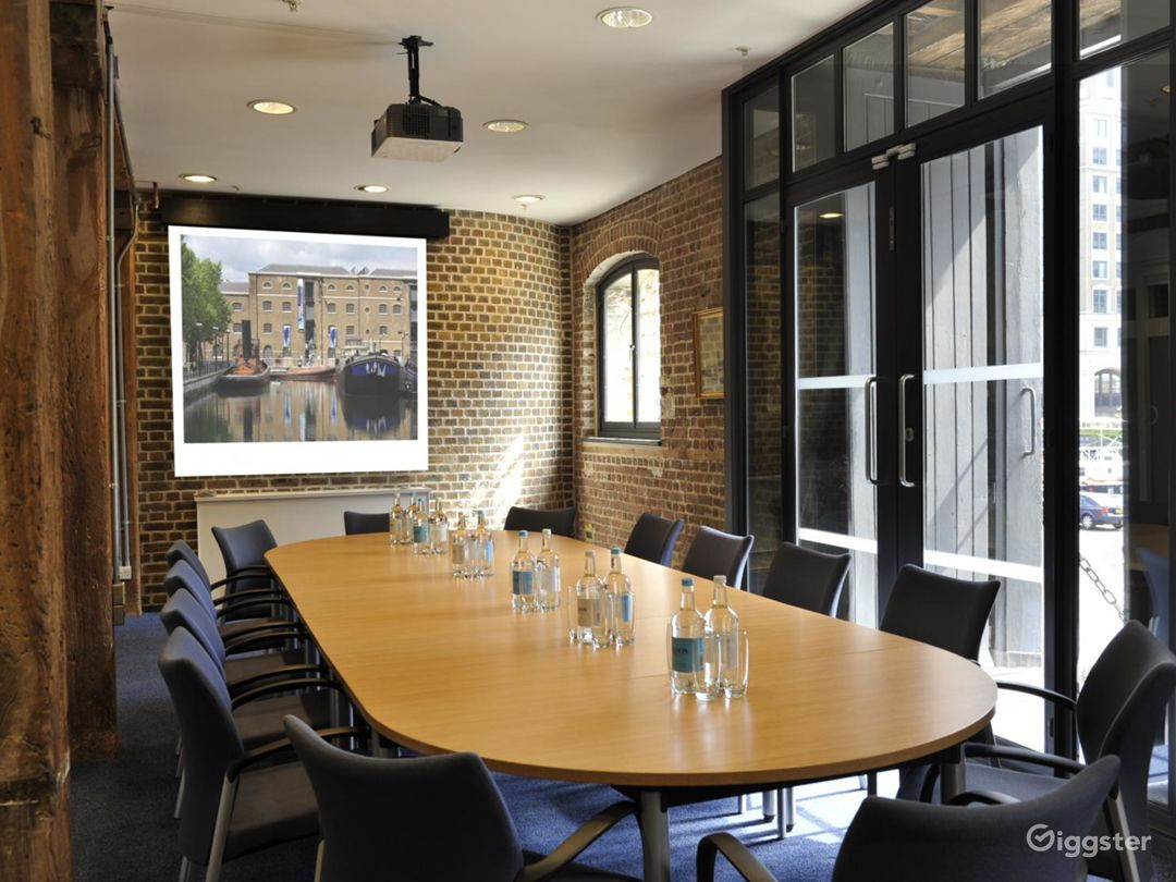 Bright Meeting Room inside the Museum in London Photo 1