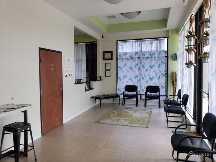 Street level clinic with a biophilic design Photo 3