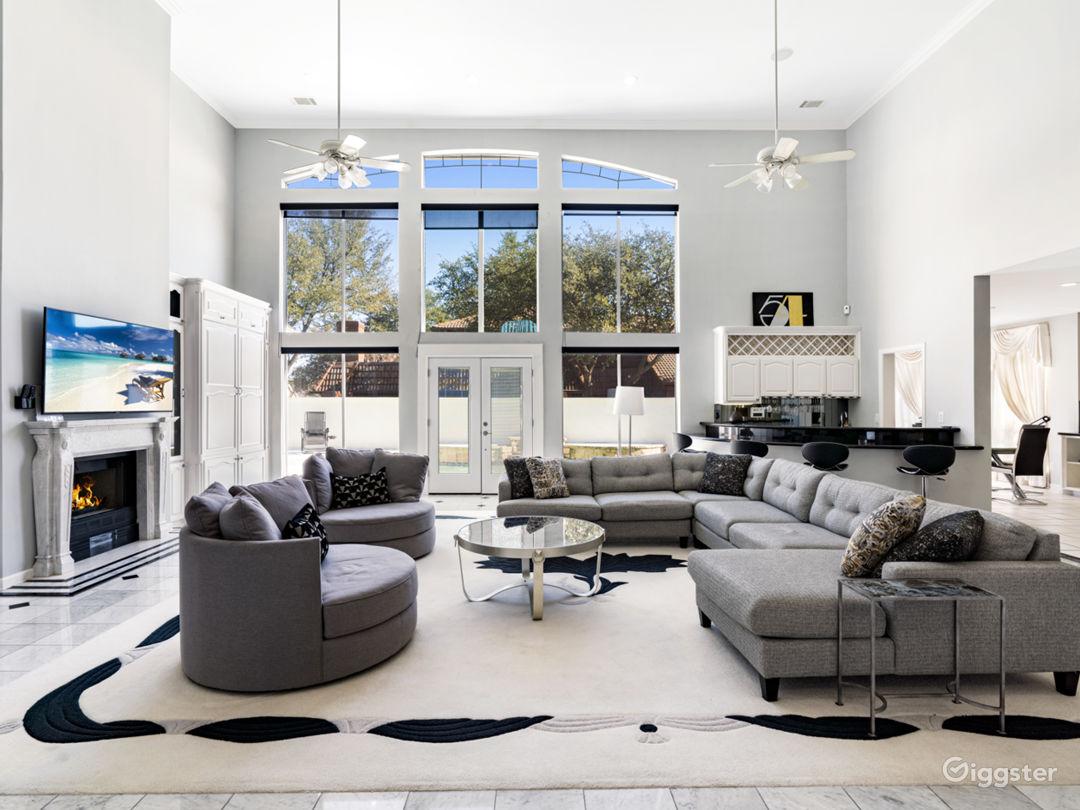 Old World Elegance Meets Modern Contemp - Mansion! Photo 3