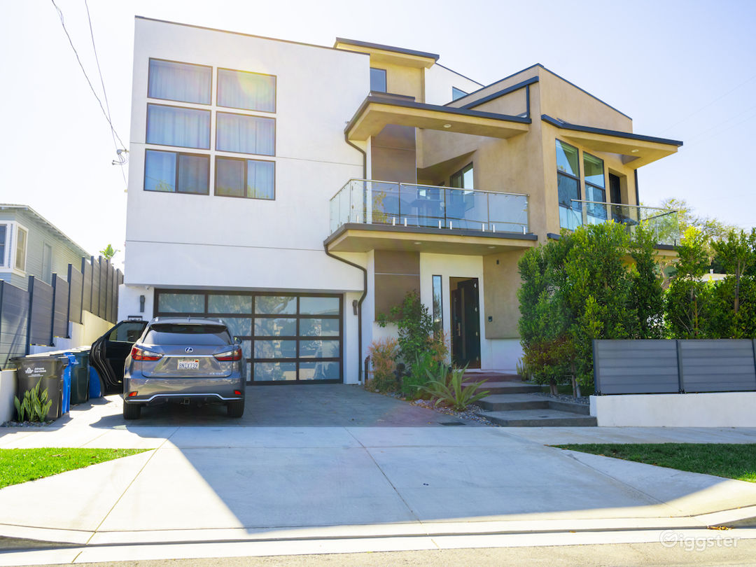 Modern Townhouse by the Sea Photo 1