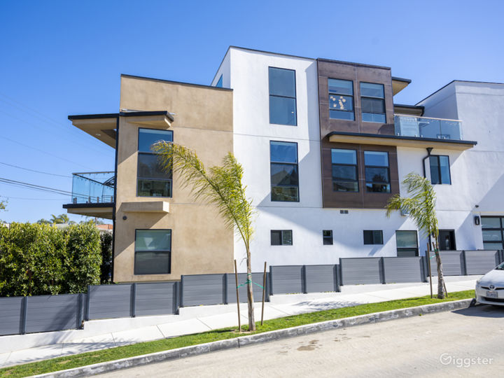 Modern Townhouse by the Sea Photo 2