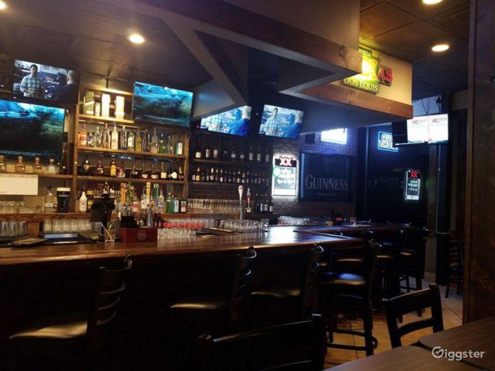 Atmospheric Tavern in Dallas Photo 4
