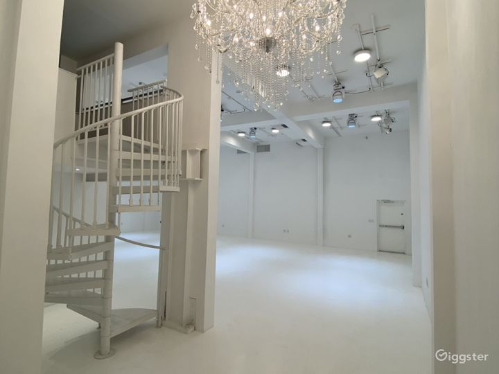 UPPER FLOOR STAGE - More Traditional Photo Shooting Studio 2 Photo 5
