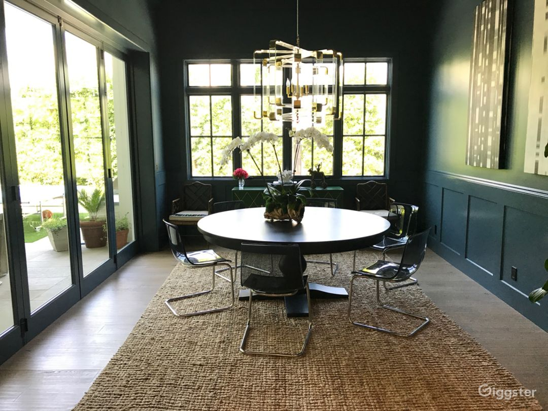 Dining room in peacock/teal green.