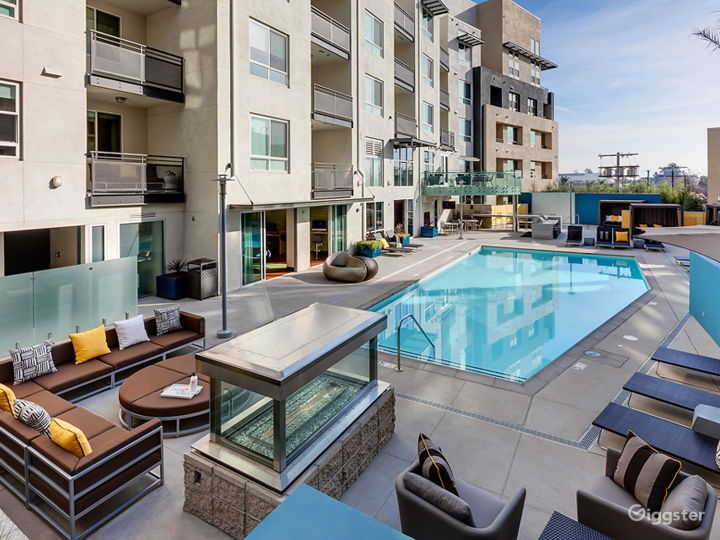 Resort-Style Pool Area in LA Photo 2