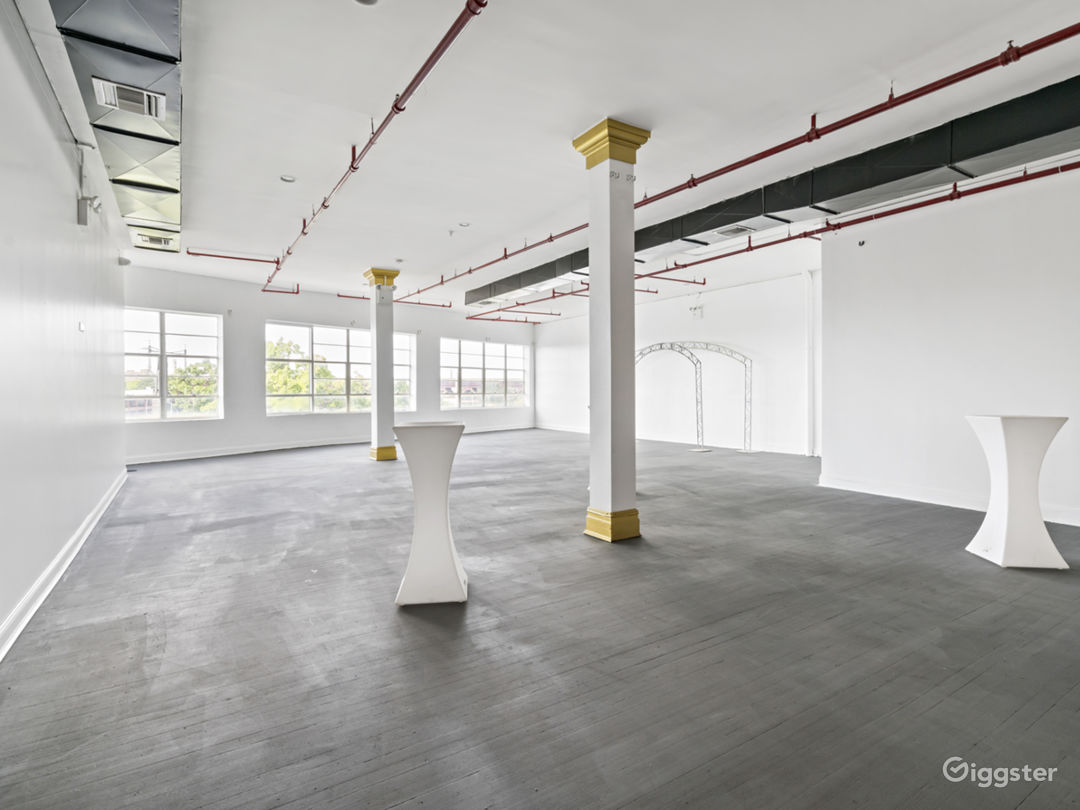 Roomy Stunning Space with lots of Natural Light! Photo 1
