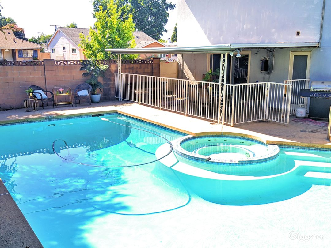 Back yard pool - exterior