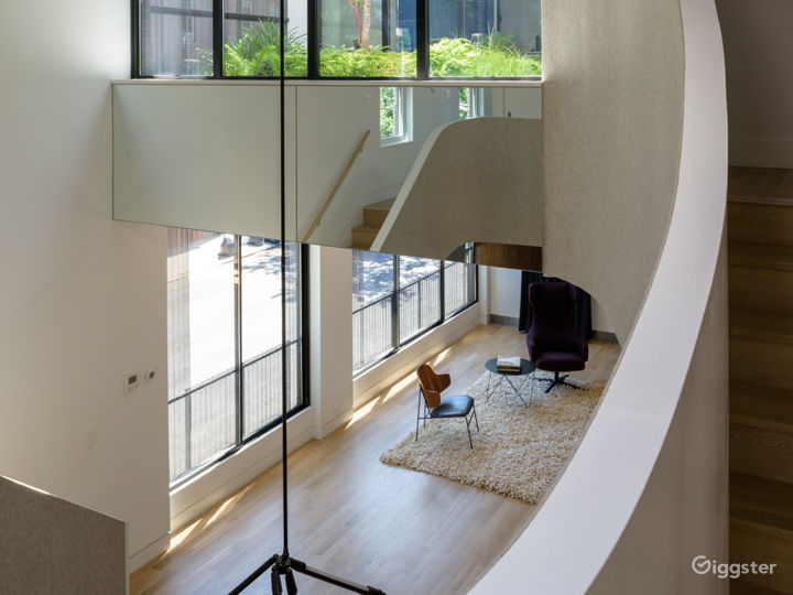 Exclusive Townhouse w/Terrace: Location 5186 Photo 3