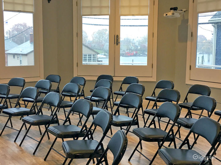 Spacious meeting room with a projector to meet your needs for training workshops
