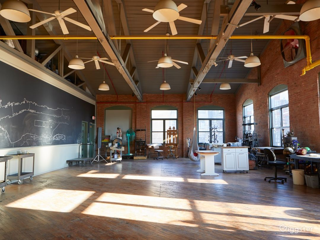 Stunning Artist's Atelier Loft Photo 4