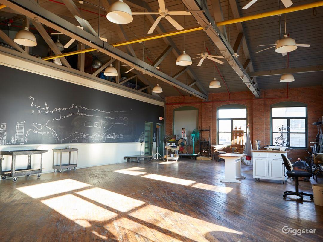 Stunning Artist's Atelier Loft Photo 3