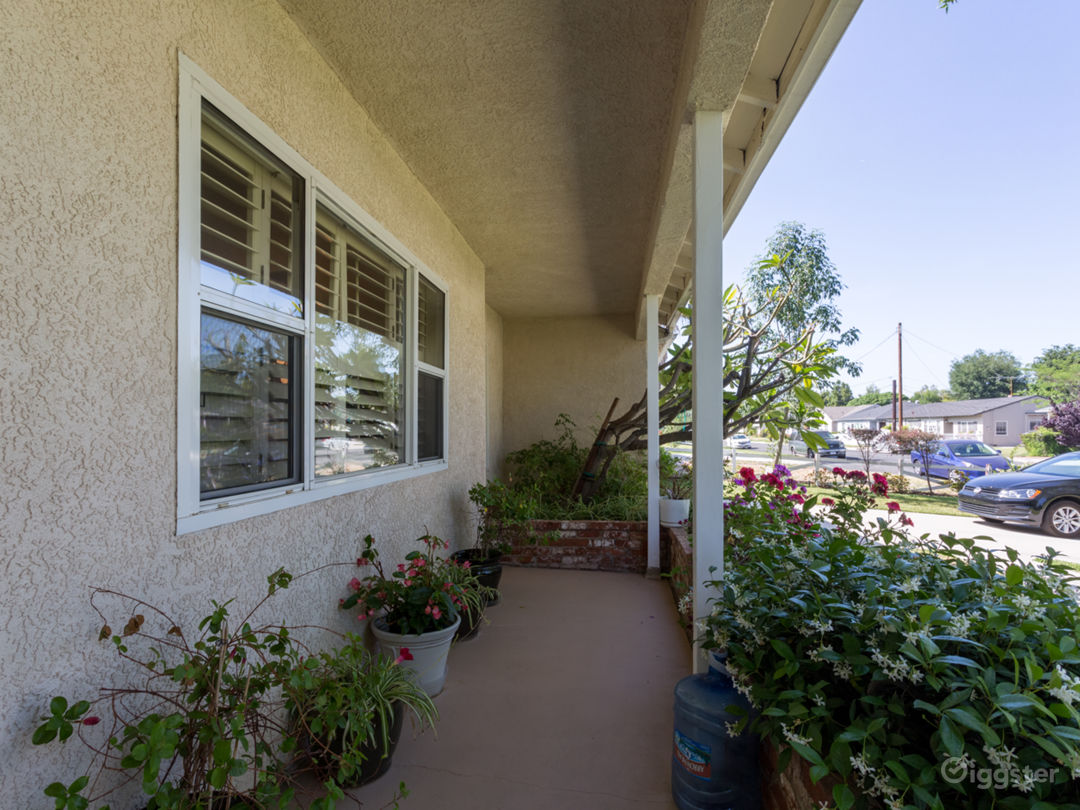 Cozy Ranch Style Home with Large Yard Photo 3