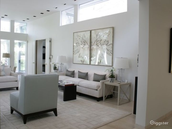 Large contemporary suburban home: Location 5026 Photo 3