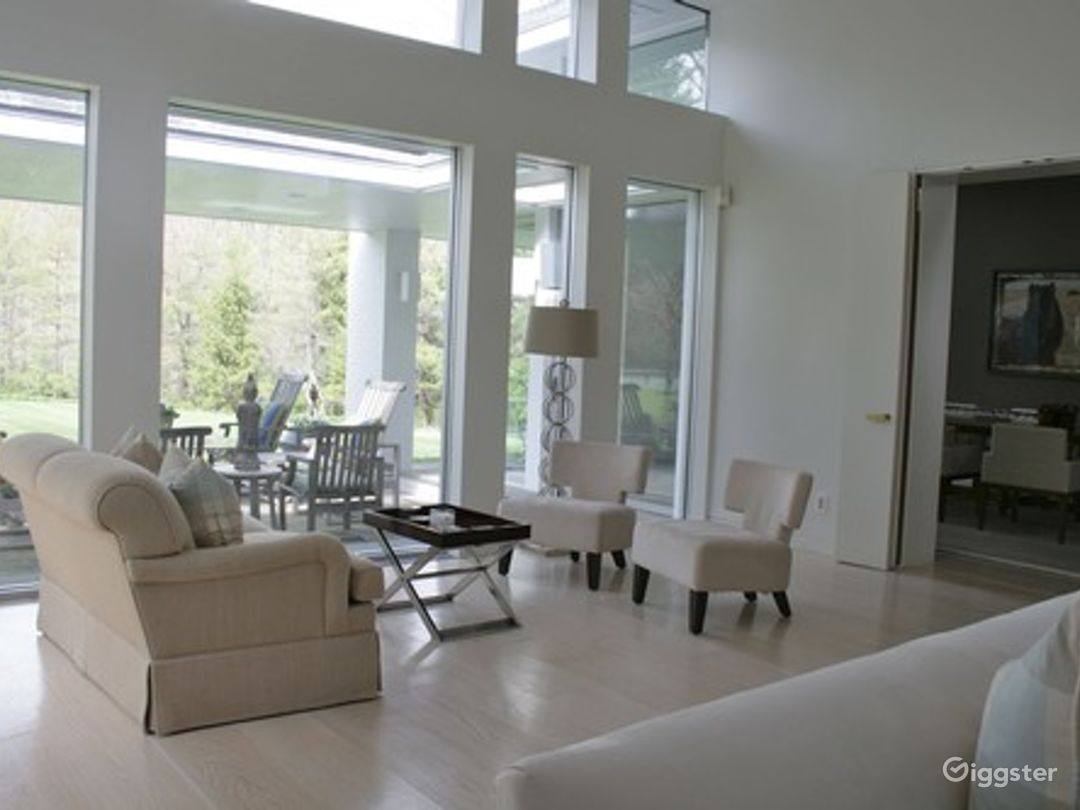Large contemporary suburban home: Location 5026 Photo 1