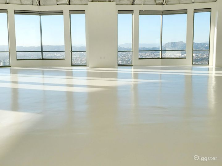 North Facing Studio A, with Amazing Light and Incredible Views of the Famous Hollywood Sign, Hollywood Hills, and Universal Studios Photo 5