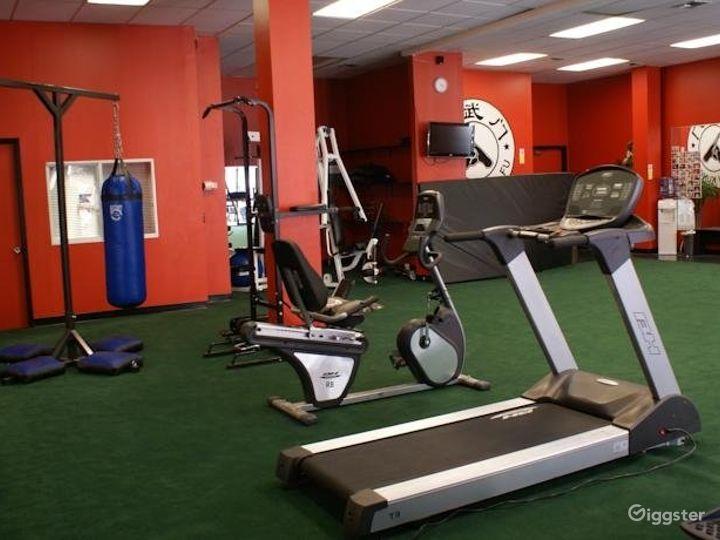 Spacious Hotel Gym in LA Photo 3