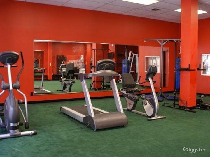 Spacious Hotel Gym in LA Photo 4