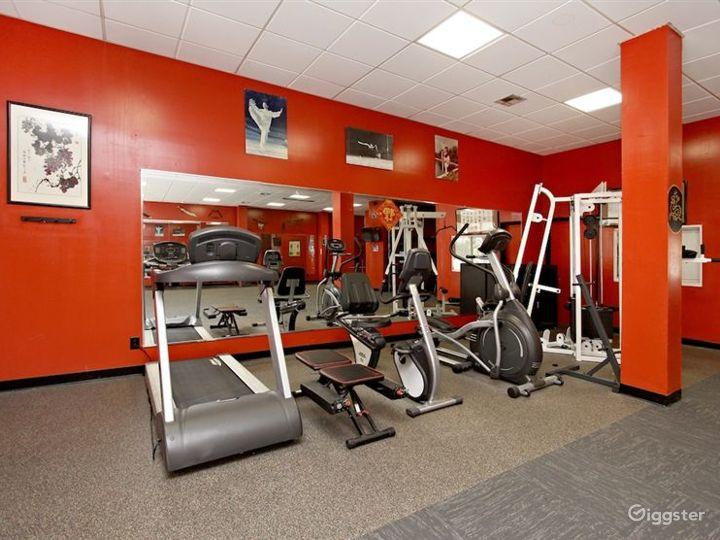 Spacious Hotel Gym in LA Photo 2