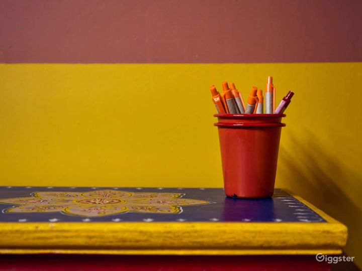 Vibrant and introspective workspace Photo 4