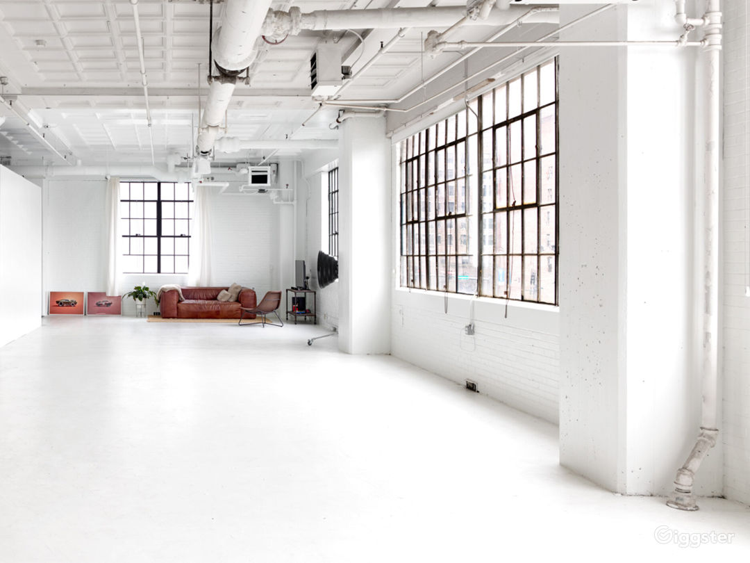 Downtown studio with great natural light  Photo 1