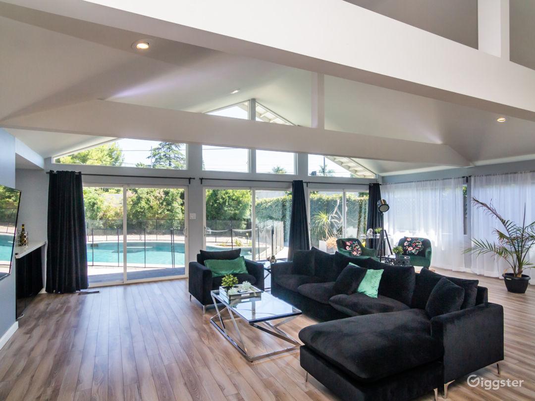 Beautiful modern house Photo 1