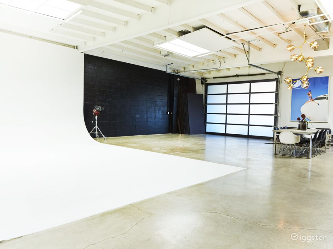 Perfectly Lit, Modern Studio with High Ceilings  Photo 1