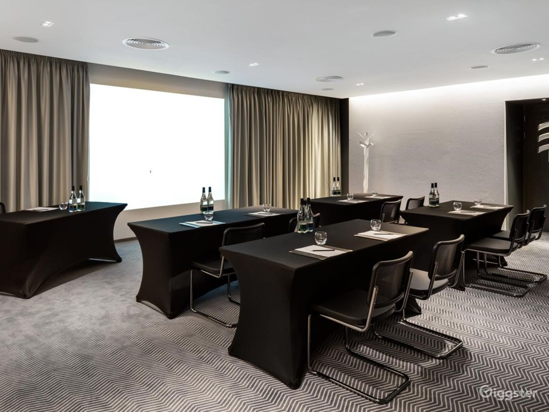 Exceptional Private Suite 6 in Mercer Street, London  Photo 1