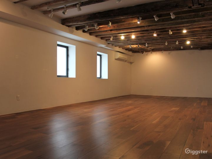 LES Gallery & Yoga Studio with Wooden Beams Photo 4